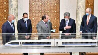 """صورة """" السيسي """" يستعرض الاتفاق النهائي لقيام شركة """"سيمنز"""" بإنشاء منظومة متكاملة للقطار الكهربائي السريع في مصر بإجمالي أطوال حوالي ١٠٠٠ كم"""