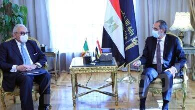 صورة وزير الاتصالات يبحث مع سفير إيطاليا بالقاهرة سبل تعزيز التعاون المشترك فى مجالات التحول الرقمى والبريد