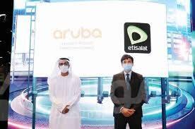 """صورة شراكة بين """"اتصالات"""" و""""أروبا"""" لتزويد خدمات الواي فاي المدارة والحلول الشبكية"""