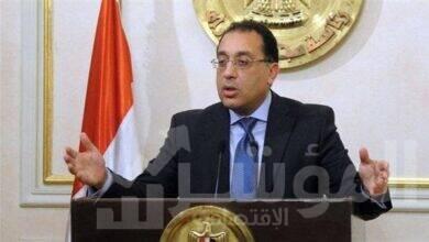 صورة رئيس الوزراء يستعرض مع أعضاء هيئة لجنتي الإسكان والإدارة المحلية بمجلس النواب الاشتراطات البنائية الجديدة للمدن المصرية