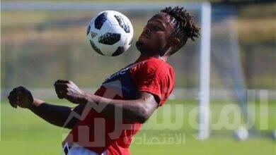 صورة بواليا يُبادل قميصه مع لمين بن عمر لاعب يانج أفريكانز التنزانى