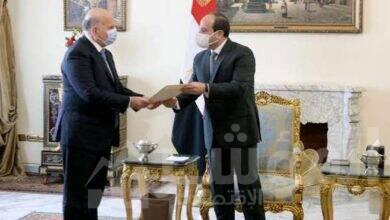 صورة الرئيس يبحث سبل تعزيز مجالات التعاون الاقتصادي والتجاري والاستثماري مع العراق