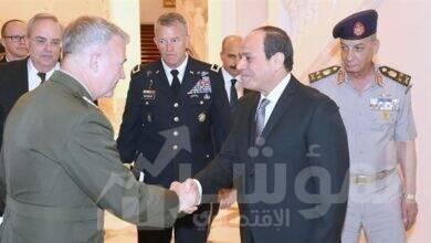 صورة قائد القيادة المركزية الأمريكية يؤكد علي محورية الدور المصري لدعم السلام والاستقرار في محيطها الاقليمى