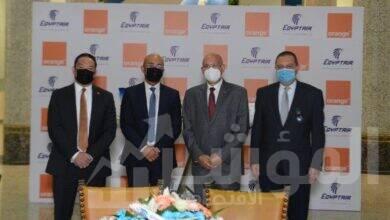 صورة مصر للطيران واورنچ مصر توقعان عقد تعاون مشترك ضمن مسيرة من النجاح دامت 20 عاما