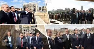 صورة رئيس الوزراء يتفقد مشروع تطوير منطقة سور مجرى العيون