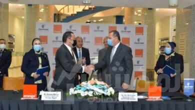 صورة مصر للطيران وأورنج مصر للاتصالات توقعان عقد تعاون مشترك ضمن مسيرة من النجاح دامت 20 عاما