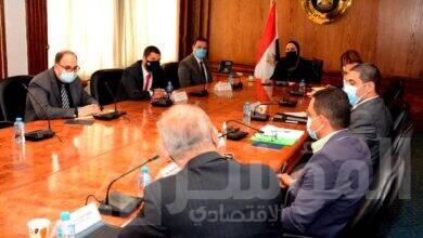 صورة وزيرة التجارة والصناعة تعقد إجتماع موسع مع مديرى المراكز التكنولوجية لبحث خطط تطويرها