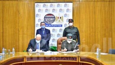 """صورة """"توفيق"""" يشهد توقيع عقود الأعمال الإنشائية لمصانع شركة مصر للغزل والنسيج وصباغى البيضا بكفر الدوار"""