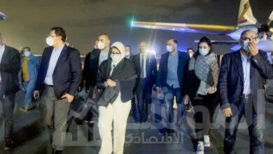 صورة وزيرة الصحة تصل إلي القاهرة برفقة ٣ من مصابي حادث قطاري سوهاج لتلقي الخدمة الطبية بمعهد ناصر
