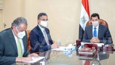 صورة وزير الشباب يلتقي رئيس البريد المصري لبحث اوجه التعاون وتقديم خدمات متميزة بمراكز الشباب
