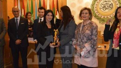 صورة تكريم الدكتورة هبة السويدي بمنتدى المرأة العربية في نسخته الثالثة