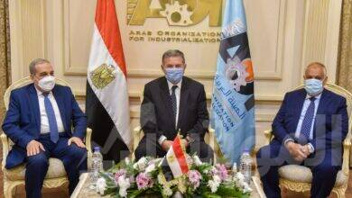 """صورة اتفاق وزيرا قطاع الأعمال والإنتاج الحربي ورئيس """"العربية للتصنيع"""" على دراسة الجدوى النهائية لإنشاء مصنع إطارات المركبات"""