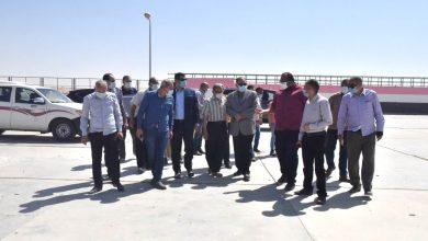 صورة عصام سعد يتفقد محطة معالجة صرف صحي منفلوط بالظهير الصحراوي