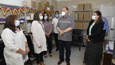 صورة محافظ أسيوط يتفقد سير العمل بمركز تطعيم المواطنين بلقاح كورونا