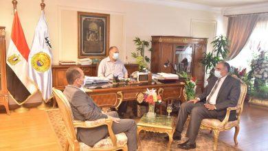 صورة محافظ أسيوط يجتمع بمسئولي أملاك الدولة بوزارة الري للاستفادة من الأراضي