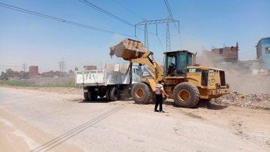صورة وحدة الانقاذ السريع بمحافظة أسيوط ترفع مخلفات مباني وقمامة