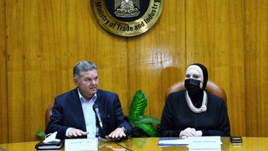 صورة وزيرا قطاع الأعمال والتجارة والصناعة يبحثان توفير احتياجات مصانع النسيج من الأقطان والغزول