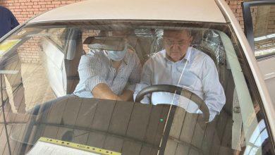 """صورة وزير قطاع الأعمال العام يزور """"النصر للسيارات"""" ويتفقد 13 سيارة """"E70"""" واردة من شركة دونج فونج الصينية"""