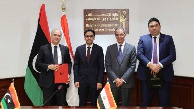صورة توقيع اربع اتفاقيات تعاون بين الشركة المصرية للاتصالات وشركات ليبية