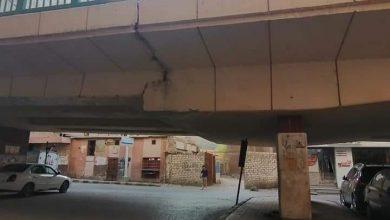 صورة محافظ أسيوط يطمئن المواطنين على سلامة كوبرى الهلالى بعد نشر صور لفاصل انشائى