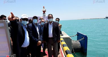 صورة رئيس الوزراء يتفقد أعمال التطوير الجاري تنفيذها بميناء السخنة بتكلفة 20 مليار جنيه