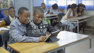صورة ربط المدارس بالإنترنت يساهم في نمو الناتج المحلي الإجمالي للدول الأضعف اتصالًا بنسبة تصل إلى 20%