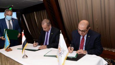 صورة رئيس جامعة أسيوط يوقع بروتكول تعاون مع شركة حلوان للصناعات الهندسية