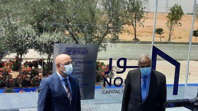 """صورة وزير الإسكان وهشام طلعت مصطفى يضعان حجر الأساس لإنشاء مدينة """"نور"""""""