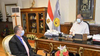 صورة محافظ أسيوط يستقبل متدرب بالبرنامج الرئاسي لتأهيل التنفيذيين للقيادة