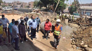 صورة محافظ أسيوط يتابع إحلال وتجديد خط الانحدار القديم للصرف الصحي بالقوصية