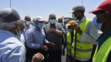 صورة الوزير من أسيوط: القيادة السياسية وجهت بإنشاء 14 محور فى صعيد مصر بتكلفة 18.5 مليار جنيه