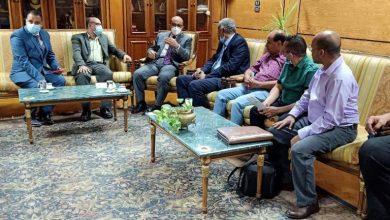 صورة رئيس جامعة أسيوط يؤكد على عمق العلاقات التي تجمع الجامعة مع جامعات اليمن الشقيق