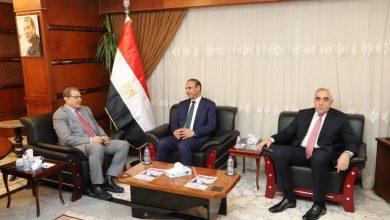 صورة وزير القوي العاملة يبحث مع نظيره العراقي سبل التعاون المشترك