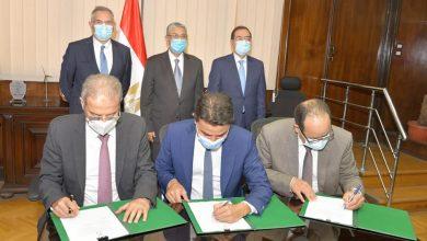 صورة وزيرا البترول والكهرباء يشهدان توقيع مذكرة تفاهم مع إينى الإيطالية