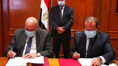 صورة وزير قطاع الأعمال العام يشهد توقيع عقود 7 مصانع جديدة للغزل والنسيج بتكلفة إنشائية 2.6 مليار جنيه