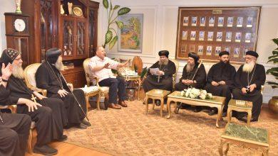 صورة محافظ أسيوط يستقبل أساقفة ورؤساء الطوائف المسيحية للتهنئة بحلول عيد الاضحى المبارك