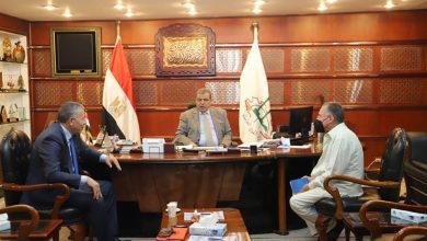 صورة سعفان يلتقي رئيس الجالية المصرية بفرنسا لمتابعة أوضاع العمال المصريين