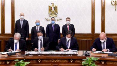 صورة رئيس الوزراء يشهدتوقيع عقد تصميم و تنفيذ وصيانة وتوفير تمويل الخط الأول من شبكة القطار الكهربائي السريع