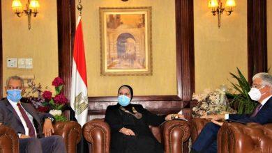 صورة وزيرة التجارة تستعرض مع رئيس المؤسسة الدولية الإسلامية لتمويل التجارة المشروعات المشتركة