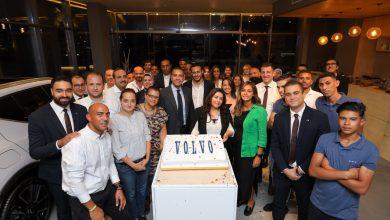 صورة احتفال ڨولڨو العالمية وفريق عمل ڨولڨو مصر بمجموعة عز العرب للسيارات بتحقيق طفرة كبيرة في مبيعات العام الجاري بمصر