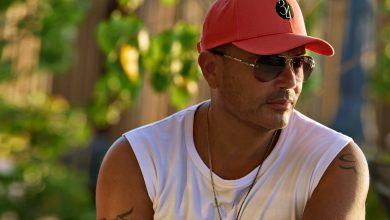 صورة حصرياً على أمازون مصر.. علامة 34 للأزياء للنجم عمرو دياب