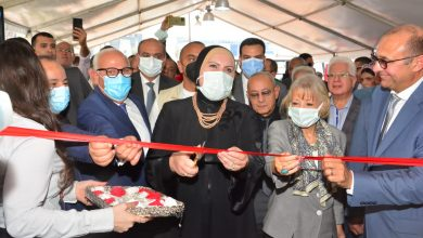 """صورة وزيرا التجارة والصناعة والمالية ومحافظ بورسعيد يفتتحون معرض """"صنع في بورسعيد"""""""