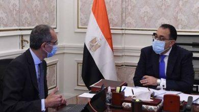 صورة رئيس الوزراء يتابع مع وزير الاتصالات ملفات عمل الوزارة