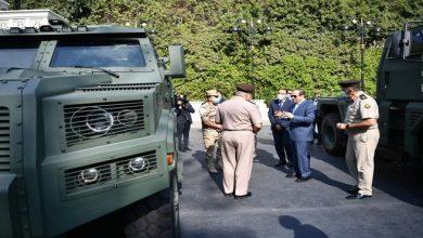 صورة الرئيس السيسي يتفقد عددا من المركبات المدرعة للقوات المسلحة
