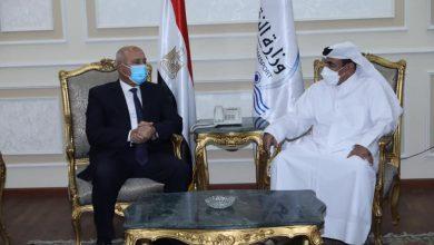 صورة وزير النقل يلتقي نظيره القطري لبحث التعاون في مجالات النقل المختلفة