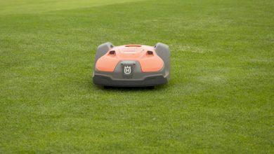 صورة هذه الروبوتات تجعل ملعب غولف في أيسلندا من بين الأكثر اخضرارا بالعالم