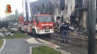 صورة مقتل 8 أشخاص في تحطم طائرة خاصة اصطدمت بمبنى في إيطاليا