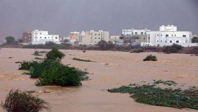 صورة وصول عين إعصار شاهين شمال سلطنة عُمان.. وغرق سفينة في ميناء السلطان قابوس
