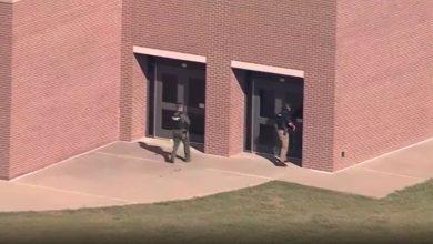 صورة شاهد اللحظات الأولى بعد حادثة إطلاق نار في مدرسة بولاية تكساس