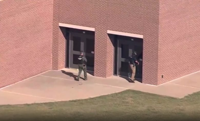 شاهد-اللحظات-الأولى-بعد-حادثة-إطلاق-نار-في-مدرسة-بولاية-تكساس